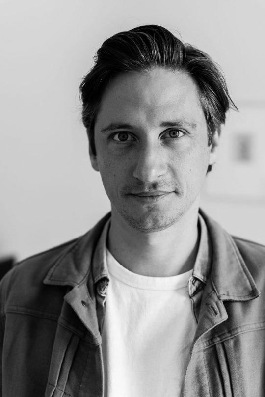 Emilio Guzman, cabaretier - voor Happinez magazine